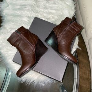 Kenneth Cole Reaction Wedge booties. Size 8